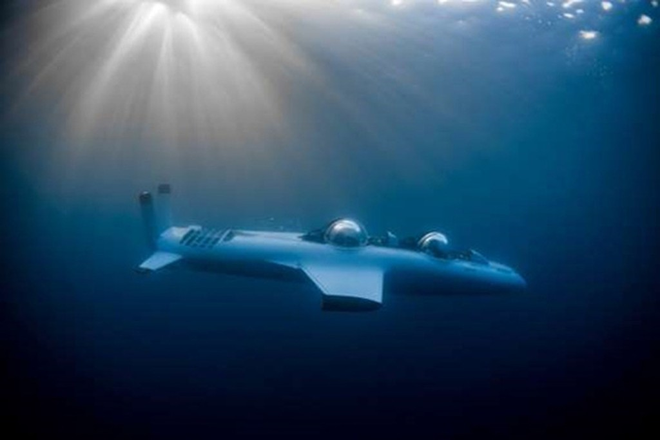 <b>Richard Branson: Tàu ngầm lặn biển sâu</b><br> <br> Nhà sáng lập tập đoàn Virgin - Richard Branson, là một trong những tỷ phú sở hữu nhiều công ty nhất thế giới (360 công ty). Một trong số đó là Virgin Oceanic với dự án nổi bật là tàu lặn biển DeepFlight Challenger có khả năng đưa con người xuống những vùng biển sâu nhất trên thế giới. Giá của tàu ngầm này không được tiết lộ, nhưng Branson tính phí 500.000 USD cho mỗi lần thuê. <br>