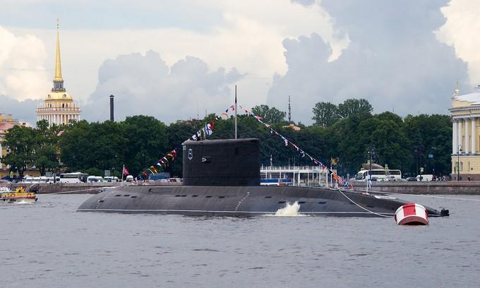 Dàn tàu chiến hạng nặng Nga tập duyệt binh trên sông - ảnh 3