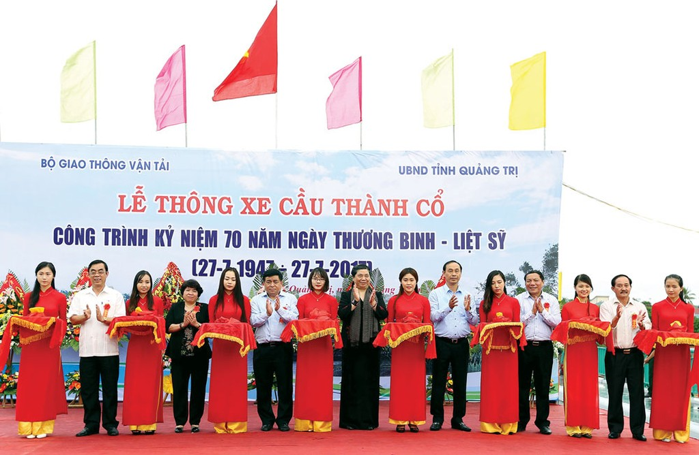 Ngày 26/7/2017, Bộ trưởng Bộ Kế hoạch và Đầu tư Nguyễn Chí Dũng đã tham dự lễ thông xe cầu Thành Cổ, công trình kỷ niệm 70 năm ngày Thương binh - Liệt sĩ. Ảnh: Quang Quyết