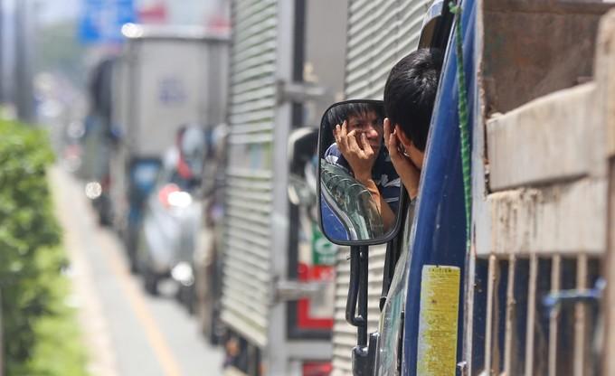 Nhiều đường quanh sân bay Tân Sơn Nhất lại kẹt xe từ sáng đến trưa - ảnh 7