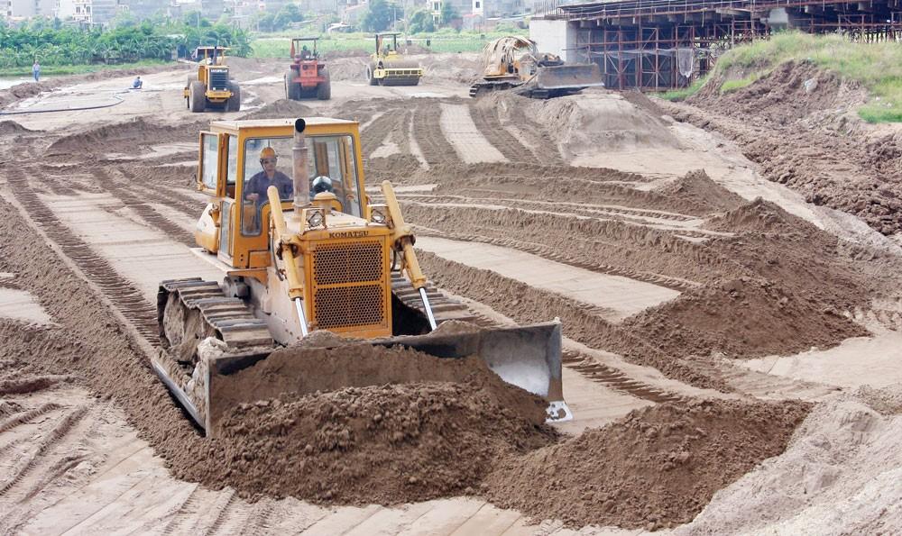 Tình trạng khan hiếm nguồn cung cát đang ảnh hưởng lớn đến việc quản lý dự án sau đấu thầu. Ảnh: Tường Lâm