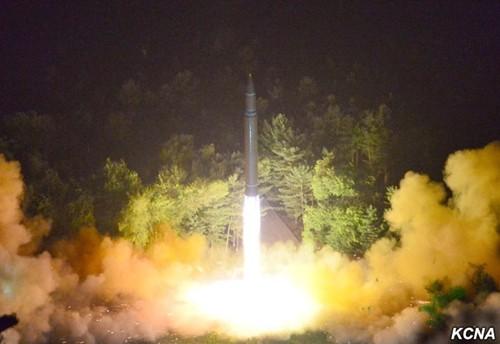 Vụ phóng tên lửa Hwasong-14 tối 28/7. Ảnh:KCNA.