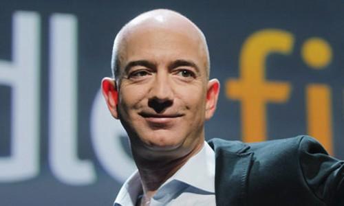 Jeff Bezos từng vượt Bill Gates làm người giàu nhất thế giới năm nay. Ảnh:Forbes