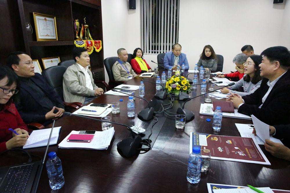 Báo Đấu thầu và Đoàn đại biểu Hội Nhà báo toàn Trung Quốc đã trao đổi những vấn đề hết sức thiết thực. Ảnh: Lê Tiên