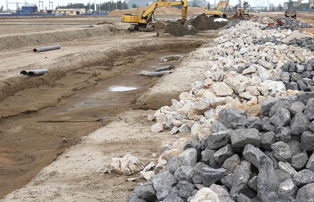 Gói thầu số 01: Xây dựng cầu Long Vân 2 có quy mô lớn với bảo đảm dự thầu lên tới 1 tỷ đồng. Ảnh: Quang Tuấn