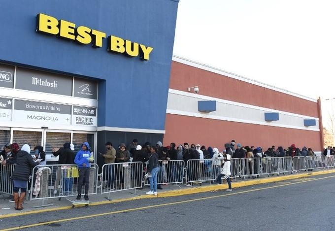Lễ hội mua sắm lớn nhất nước Mỹ bắt đầu - ảnh 1
