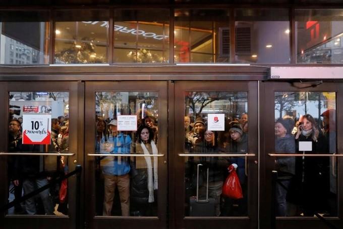 Lễ hội mua sắm lớn nhất nước Mỹ bắt đầu - ảnh 4