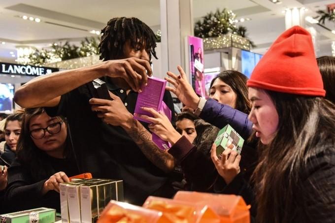 Lễ hội mua sắm lớn nhất nước Mỹ bắt đầu - ảnh 7