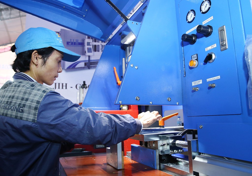Việt Nam cần thúc đẩy tăng năng suất thông qua phát triển khoa học, công nghệ, kỹ thuật. Ảnh: Nhã Chi
