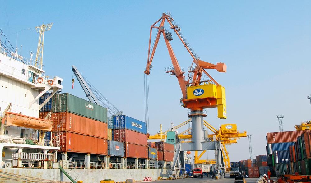 Xuất khẩu tháng 11 ước đạt 19,2 tỷ USD, nâng tổng kim ngạch xuất khẩu của cả nước trong 11 tháng lên 193,8 tỷ USD. Ảnh: Lê Tiên