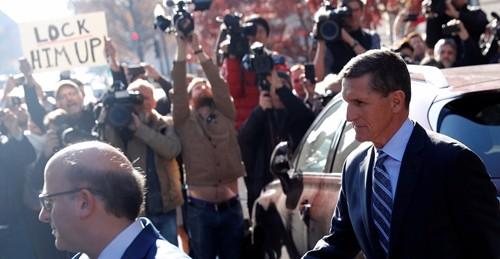 Michael Flynn rời khỏi tòa án liên bang ở Washington. Ảnh: Reuters