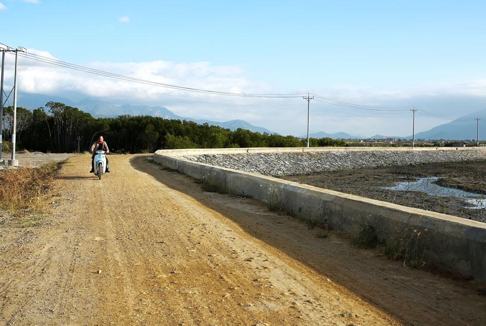 Hai khoản vay của ADB sẽ giúp cải thiện kết nối giao thông, cấp nước nông thôn cho các tỉnh trong vùng dự án. Ảnh: Nhã Chi