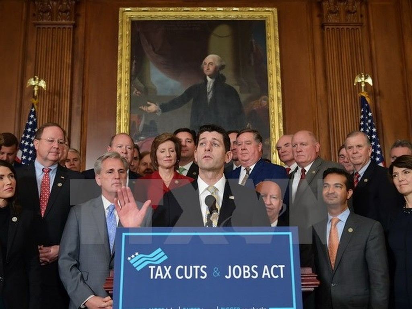Chủ tịch Hạ viện Mỹ Paul Ryan trong cuộc họp báo sau khi Hạ viện thông qua dự luật cải cách thuế ở Washington, DC., ngày 16/11. (Nguồn: AFP/ TTXVN)