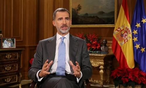 Vua Tây Ban Nha Felipe VI gửi thông điệp Giáng sinh từ Cung điện Hoàng gia, Madrid, ngày 24/12. Ảnh:AFP.