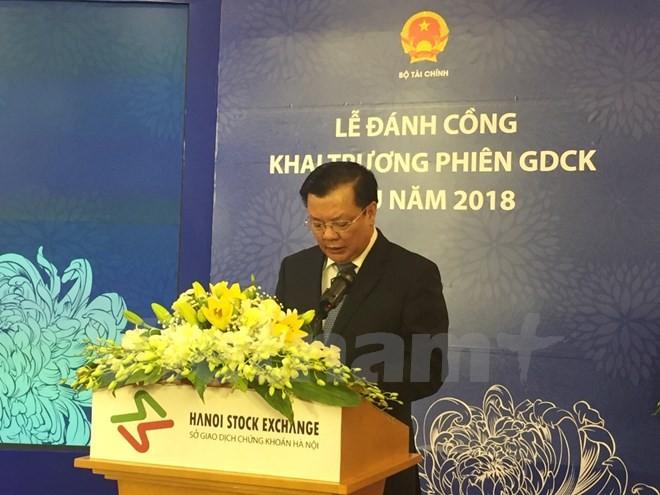 Bộ trưởng Bộ Tài chính Tiến Dũng phát biểu tại Lễ cồng khai trương phiên giao dịch đầu năm 2018. (Ảnh: PV/vietnam+)