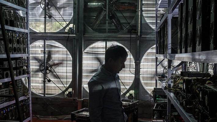 Bên trong một mỏ (mine) Bitcoin ở Trung Quốc - Ảnh: EPA.