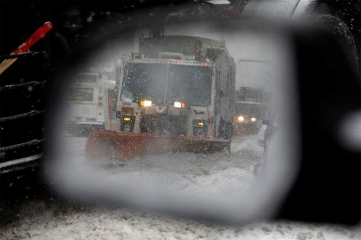 Nhiều thành phố Mỹ tê liệt vì siêu bão tuyết - ảnh 5
