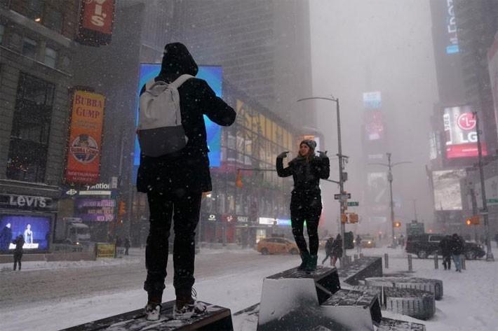 Nhiều thành phố Mỹ tê liệt vì siêu bão tuyết - ảnh 10