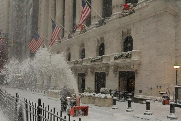 Nhiều thành phố Mỹ tê liệt vì siêu bão tuyết - ảnh 12