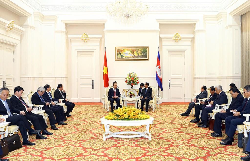 Thủ tướng Nguyễn Xuân Phúc làm việc với Thủ tướng Campuchia Hun Sen nhân dịp dự Hội nghị Cấp cao Hợp tác Mekong - Lan Thương lần thứ 2. Ảnh: Quang Hiếu