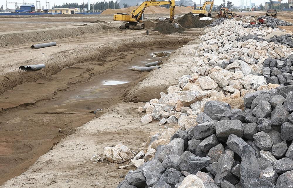 Đã hơn 1 tháng, UBND Bình Định vẫn chưa phản hồi văn bản của nhà thầu về việc không đồng ý kết quả giải quyết kiến nghị của Chủ đầu tư tại Gói thầu Xây dựng cầu Long Vân 2. Ảnh: Quang Tuấn