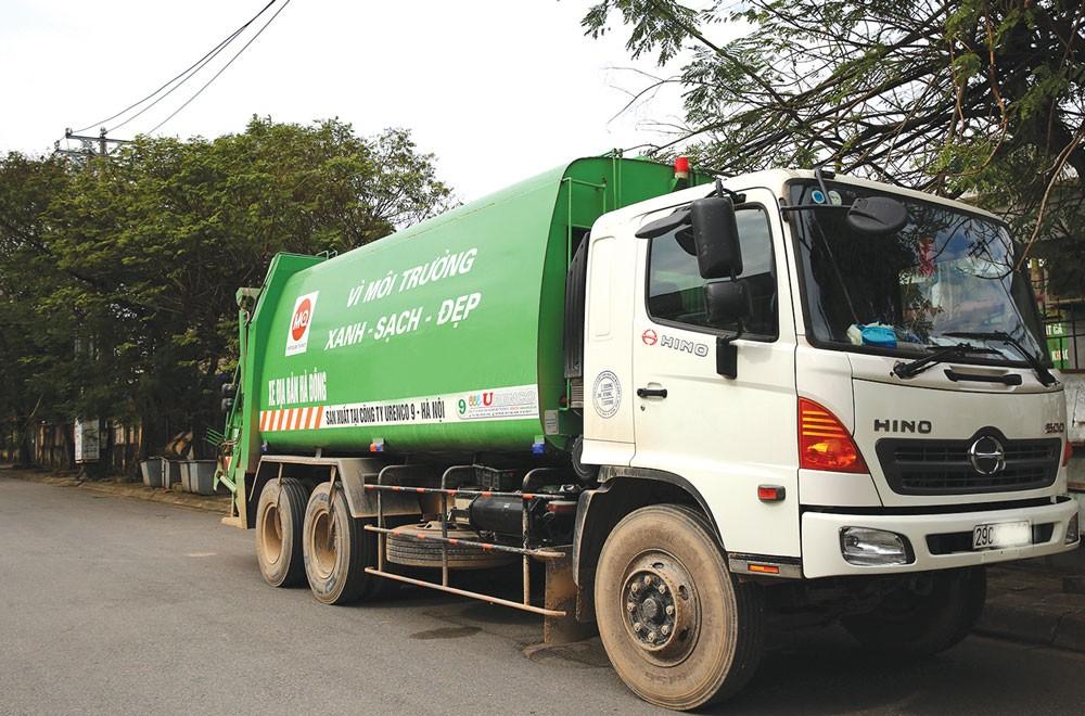 Tổng giá trúng thầu qua mua sắm tập trung 26 gói thầu dịch vụ công ích vệ sinh môi trường giai đoạn 2017 - 2020 trên địa bàn Hà Nội là hơn 4.470 tỷ đồng. Ảnh: Nhã Chi