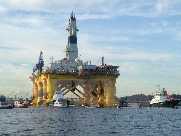 Giàn khoan dầu của Tập đoàn Shell ở Seattle, Washington (Mỹ). (Nguồn: AFP/TTXVN)