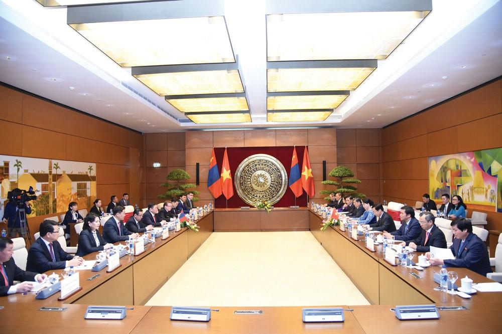 Chủ tịch Quốc hội Nguyễn Thị Kim Ngân hội đàm với Chủ tịch Quốc hội Mông Cổ Miyegombyn Enkhbold. Ảnh: Vũ Lâm Hiển