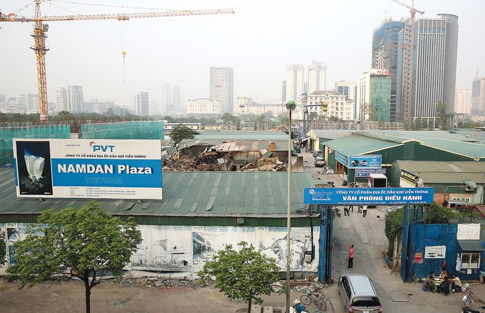 Dự án Nam Đàn Plaza trên đường Phạm Hùng. Ảnh: Lê Tiên
