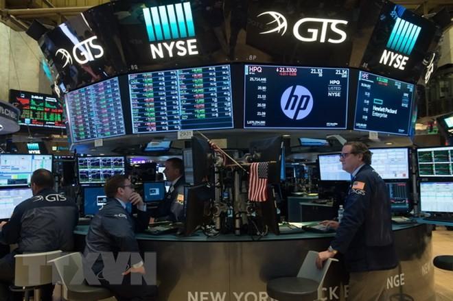Giao dịch viên tại Sàn giao dịch chứng khoán New York, Mỹ ngày 22/11/2017. (Nguồn: AFP/TTXVN)