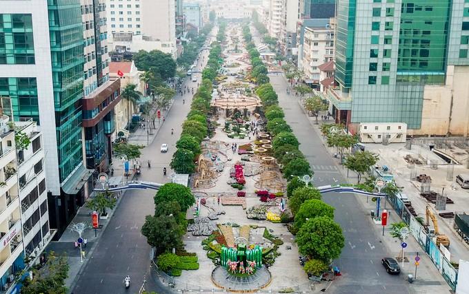 Đường hoa Nguyễn Huệ trước ngày khai mạc - ảnh 1