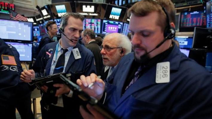 Các nhà giao dịch làm việc tại Sở Giao dịch hàng hóa New York (NYSE) - Ảnh: Reuters.