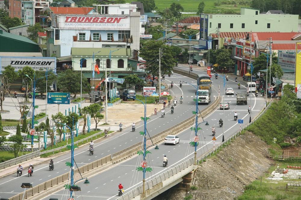 Giá gói thầu Xây lắp hệ thống điện chiếu sáng tỉnh Quảng Trị là hơn 78,827 tỷ đồng, trong khi giá trúng thầu là gần 57,8 tỷ đồng. Ảnh: Nhã Chi