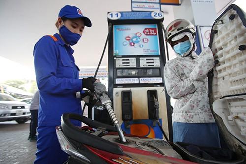 GIá xăng dầu bán lẻ trong nước không tăng trong ngày 8/3.Ảnh: Ngọc Thành