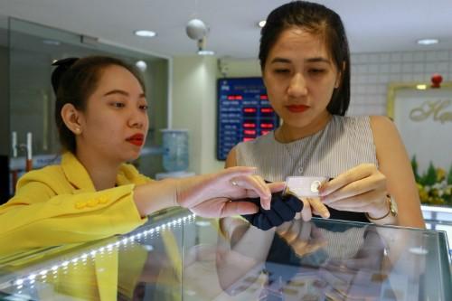 Giá vàng trong nước sụt giảm vài chục nghìn đồng mỗi lượng sáng nay. Ảnh:Thành Nguyễn.