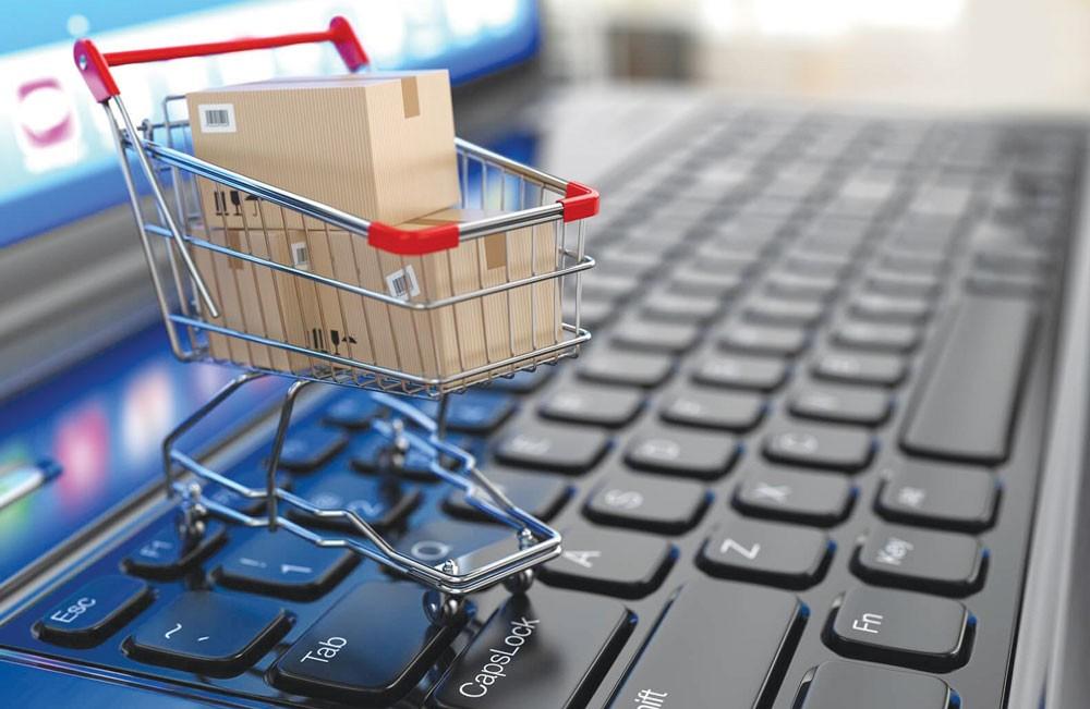 Năm 2017, số lượng giao dịch trực tuyến thẻ nội địa tăng khoảng 50% so với năm 2016. Ảnh: Hoài Tâm