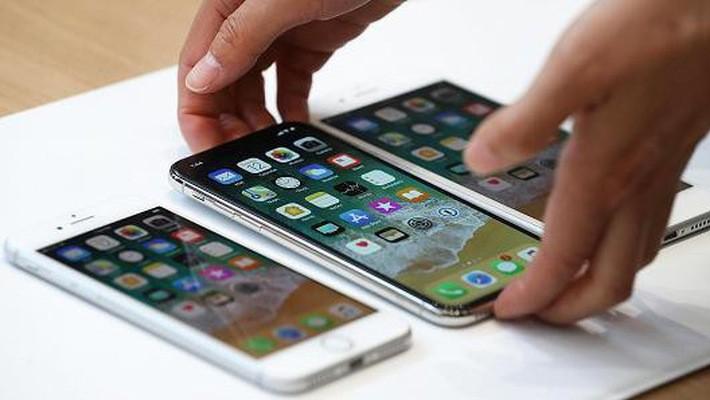 Điện thoại iPhone 8, iPhone X và iPhone 8S được trưng bày trong một sự kiện đặc biệt của Apple vào tháng 9/2017 - Ảnh: Getty Images.