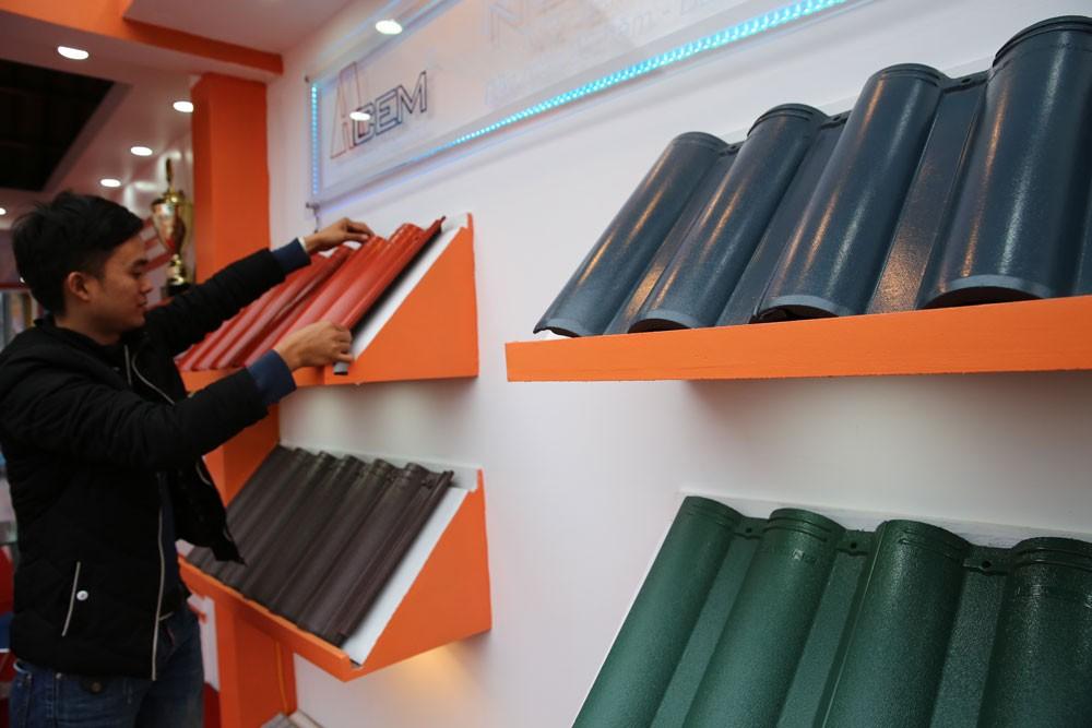 Việc sử dụng vật tư, hàng hóa sản xuất trong nước trong các dự án đầu tư công sẽ thúc đẩy phát triển sản xuất kinh doanh, tăng khả năng cạnh tranh của hàng hóa Việt Nam. Ảnh: Lê Tiên