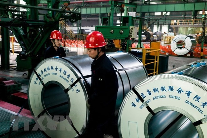 Thép cuộn tại nhà máy thép ở Tangshan, tỉnh Hà Bắc, Trung Quốc. (Nguồn: AFP/TTXVN)