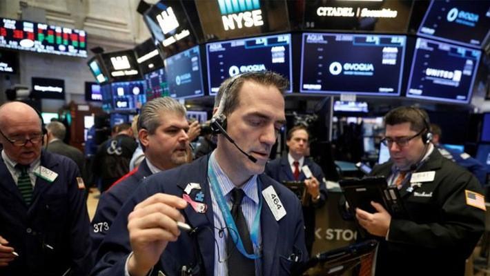 Các nhà giao dịch cổ phiếu trên sàn NYSE ở New York, Mỹ, ngày 19/3 - Ảnh: Reuters.