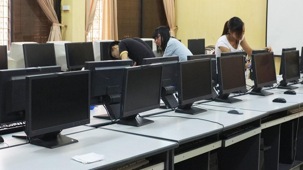 Bên mời thầu đánh giá không chính xác tính năng, thông số kỹ thuật và tiêu chuẩn chất lượng của sản phẩm máy tính, dẫn đến sai lệch kết quả đấu thầu