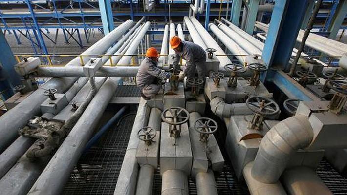 Bên trong một nhà máy lọc dầu của PetroChina ở thành phố Lan Châu, tỉnh Cam Túc, Trung Quốc - Ảnh: Reuters/CNBC.