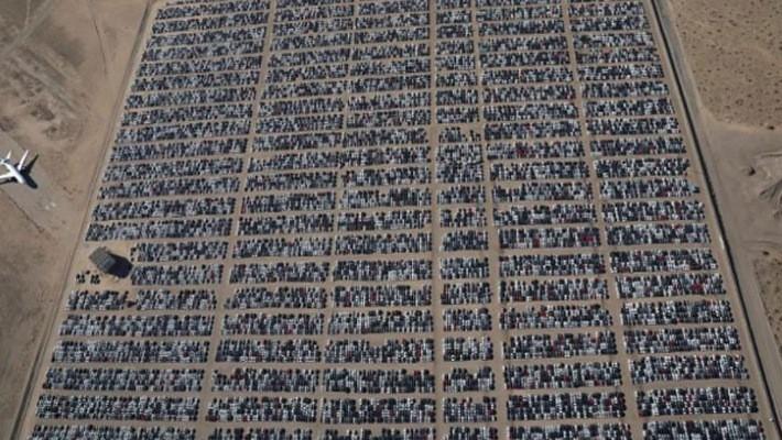 Bãi chứa xe mua lại của Volkswagen ở Victoville, California, Mỹ - Ảnh: Reuters.