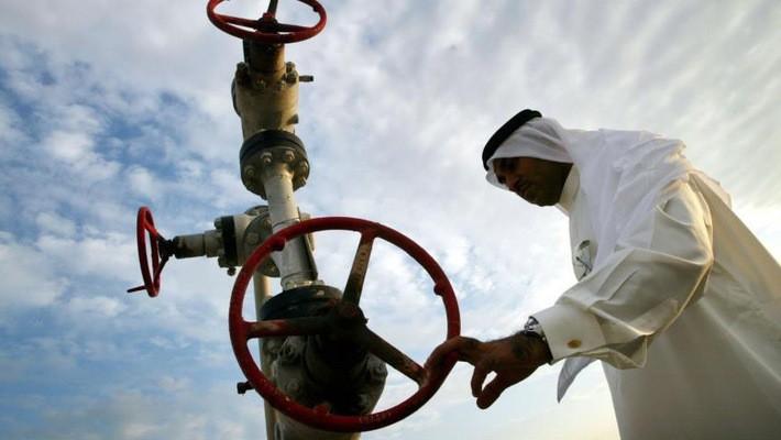 Bahrain hiện có hai mỏ dầu, một mỏ do nước này khai thác riêng và một mỏ khai thác chung với Saudi Arabia.