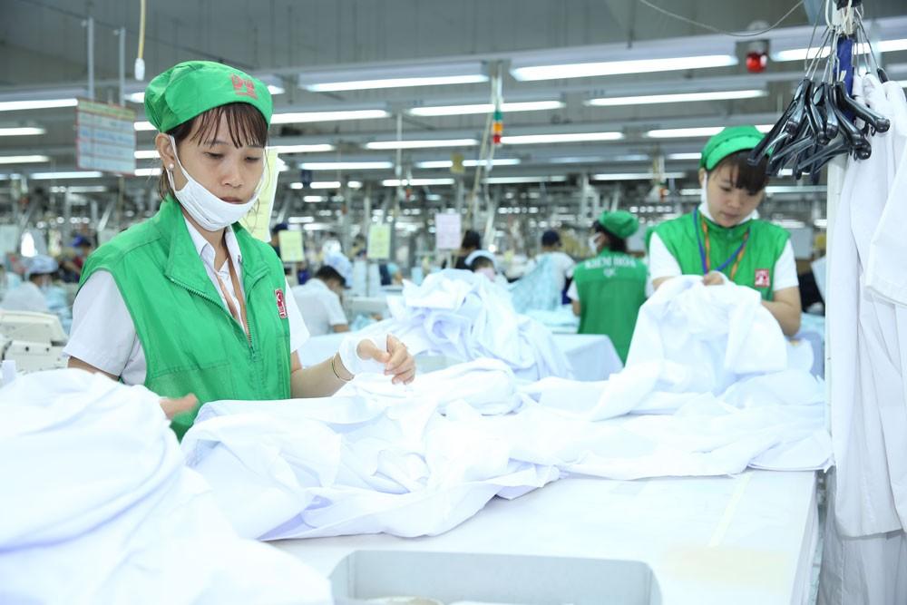 ADB dự báo tăng trưởng kinh tế Việt Nam năm 2018 sẽ vượt 7%. Ảnh: Lê Tiên