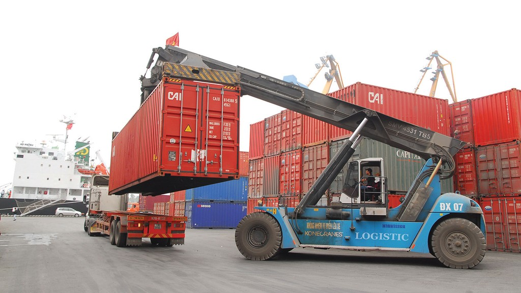 Chênh lệch về tốc độ tăng trưởng là thách thức rất lớn đặt ra cho các DN logistics để đồng hành phát triển cùng các DN thương mại điện tử. Ảnh: Lê Tiên