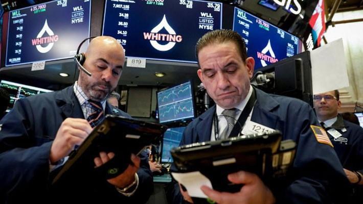 Các nhà giao dịch chứng khoán trên sàn NYSE ở New York, Mỹ, ngày 10/4 - Ảnh: Reuters.