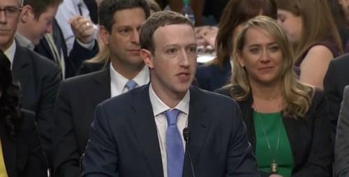 Mark Zuckerberg khá vất vả khi nói về đối thủ lớn nhất của Facebook, cũng như sự độc quyền.