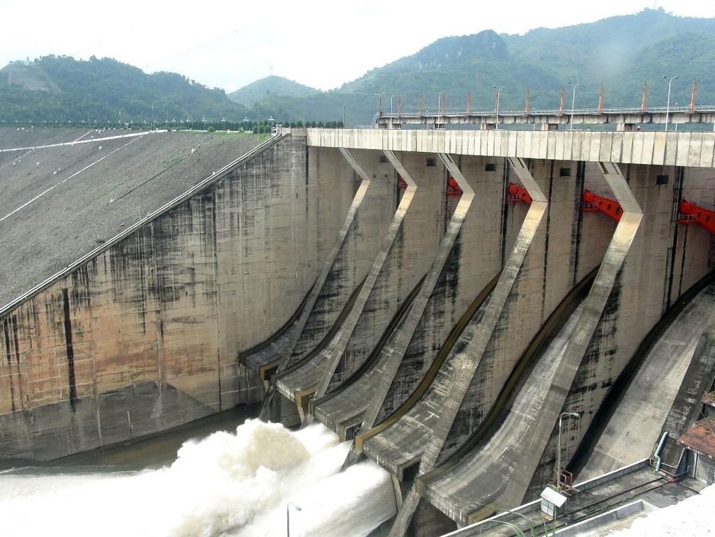 Dự án Nhà máy Thủy điện Hòa Bình mở rộng có tổng mức đầu tư hơn 8.596 tỷ đồng, do Tập đoàn Điện lực Việt Nam làm chủ đầu tư. Ảnh: TTXVN