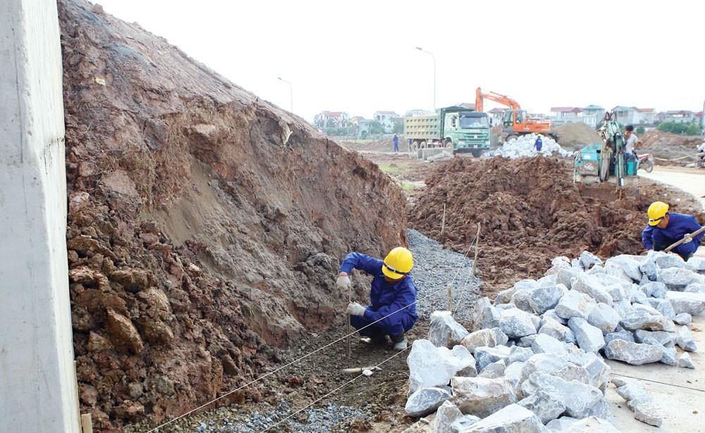 Năm 2017, toàn tỉnh Phú Thọ thực hiện chỉ định thầu cho 2.358 gói thầu (chiếm tỷ lệ 82%) trong tổng số 2.860 gói thầu. Ảnh: Tường Lâm